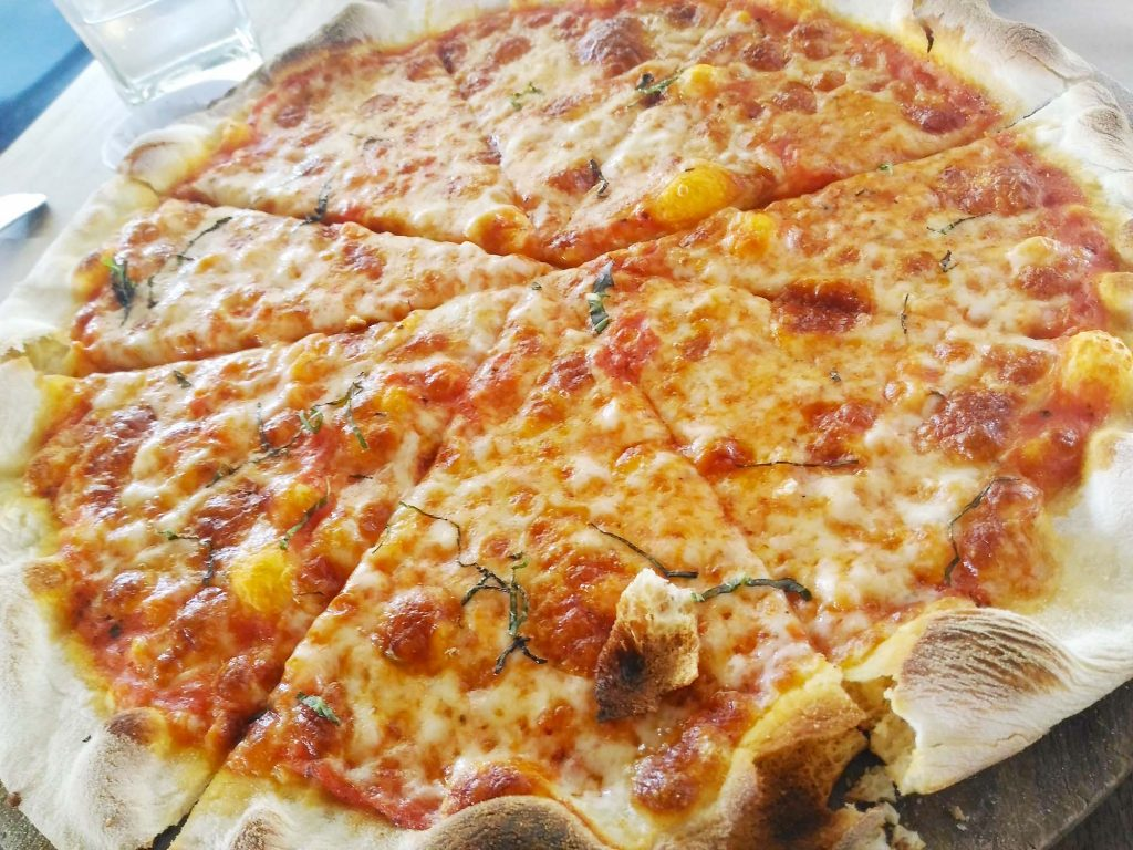 サヌール Trattria ピザ