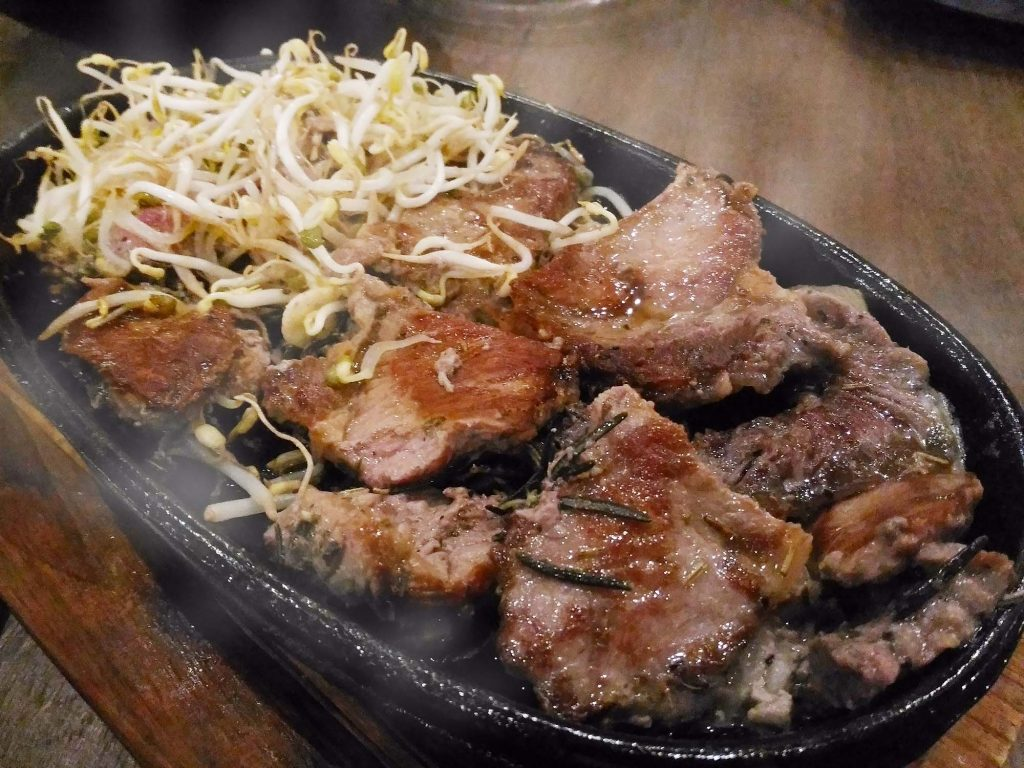 ワルン沖縄 鉄板ビーフステーキ
