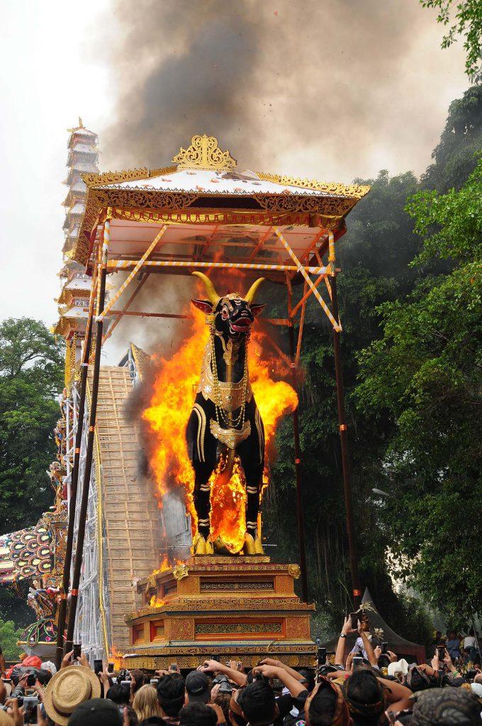 ウブド 火葬式