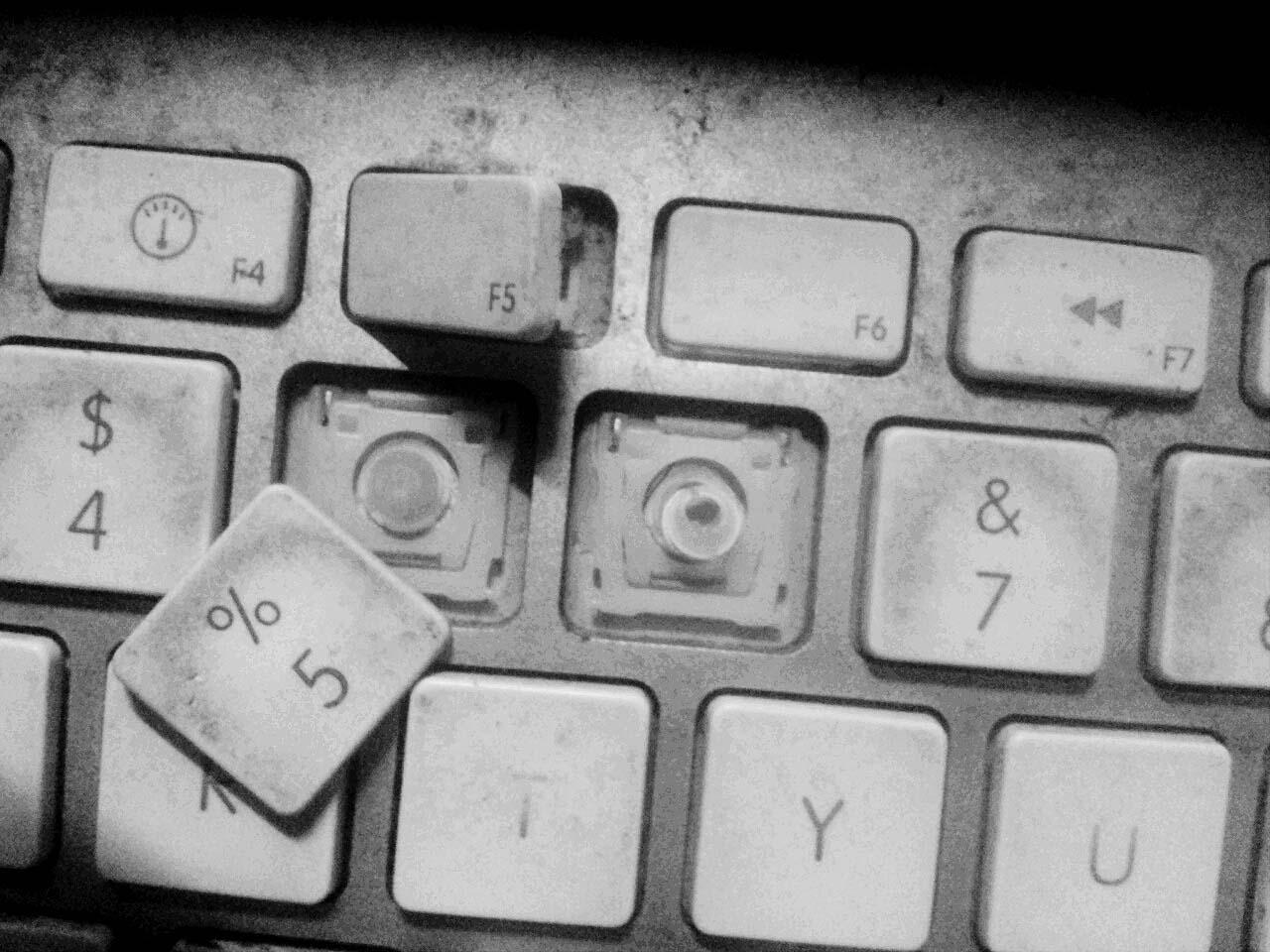 パソコンのキーボード壊れる