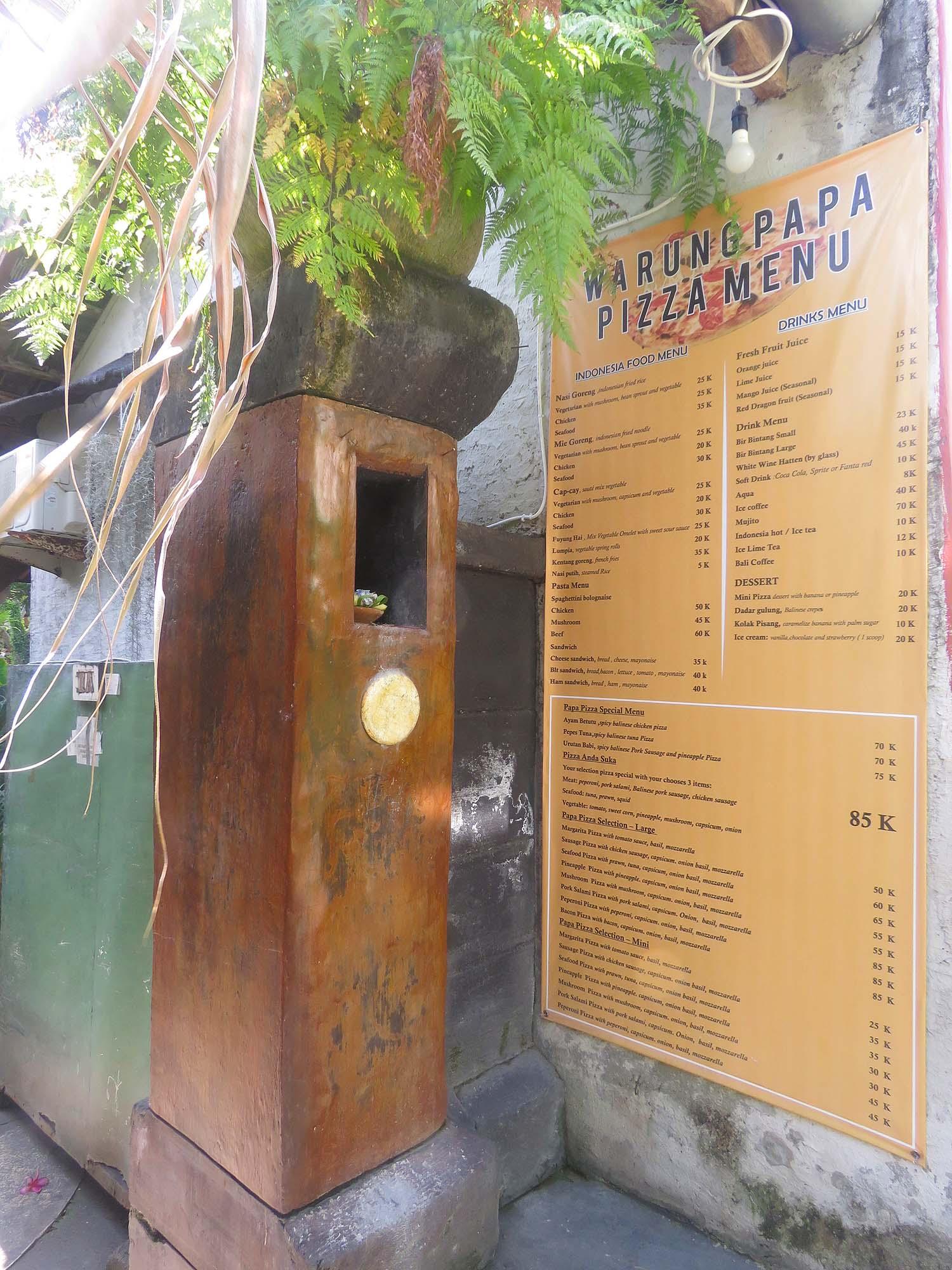 サヌールのピザ屋