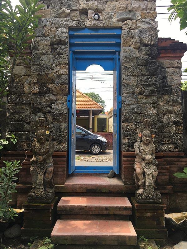 バリの民家の門