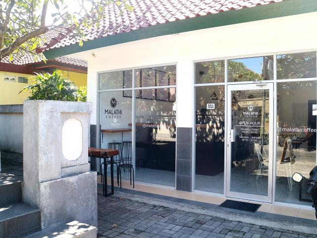 サヌールのカフェ マラティー